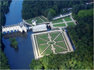 Aerial view of the Château de Chenonceau on the River Cher
