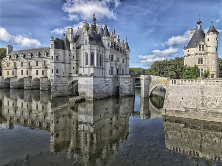 The chapel and the library of the Château de Chenonceau
